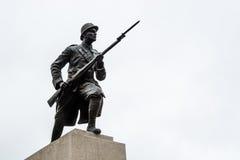 Estatua del soldado de la guerra mundial imagenes de archivo