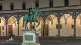Estatua del timelapse de Fernando I de Medici en el della Santissima Annunziata de la plaza en Florencia, Italia metrajes