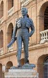Estatua delante de Plaza de Toros en Valencia Fotos de archivo