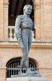 Estatua delante de Plaza de Toros en Valencia Fotos de archivo libres de regalías