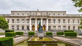Estatua detrás aduanas en Dublín Fotografía de archivo libre de regalías