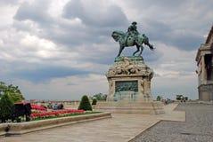 Estatua ecuestre magnífica en Royal Palace Imagen de archivo libre de regalías