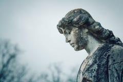 Estatua en cementerio Foto de archivo libre de regalías