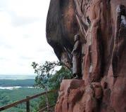 Estatua en el acantilado Fotografía de archivo libre de regalías