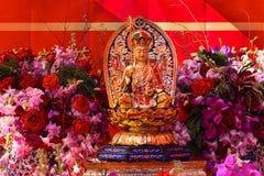 Estatua en el altar religioso por Año Nuevo lunar chino Imagen de archivo libre de regalías