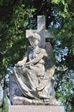 Estatua en el cementerio de Lychakiv en Lviv, Ucrania Foto de archivo