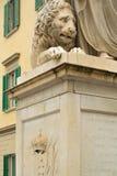 Estatua en el cuadrado Fotografía de archivo libre de regalías