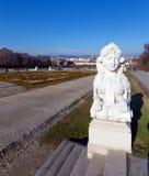 Estatua en el jardín del belvedere, Viena, Austria de la esfinge imagen de archivo libre de regalías
