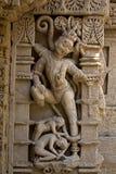 Estatua en el ki Vav de Rani Imágenes de archivo libres de regalías
