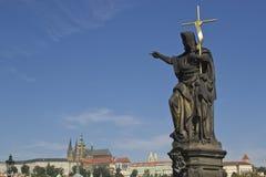 Estatua en el puente de Charles imágenes de archivo libres de regalías