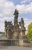 Estatua en el puente de Charles, Praga fotografía de archivo