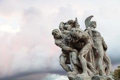 Estatua en el puente Ponte Vittorio Emanuele II Imagen de archivo libre de regalías