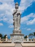 Estatua en el templo de Naksansa en Sokcho, Corea del Sur Imagen de archivo
