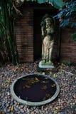 Estatua en jardín Imágenes de archivo libres de regalías
