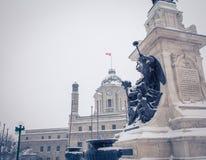 Estatua en la ciudad de Quebec imagenes de archivo