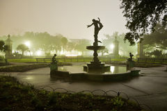 Estatua en la noche imágenes de archivo libres de regalías