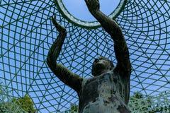 Estatua en la p?rgola por el palacio de SansSouci, Potsdam, Alemania imagen de archivo