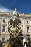 Estatua en la plaza Archimede, Siracusa, Sicilia Imágenes de archivo libres de regalías