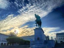 Estatua en la puesta del sol en Mont Des Arts, Bruselas, Bélgica Fotos de archivo libres de regalías