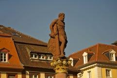 Estatua en Marktplatz, Heidelberg de Hércules Imagen de archivo libre de regalías
