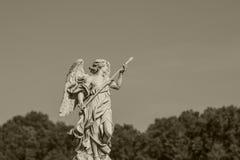 Estatua en Roma Concepto europeo del viaje con la arquitectura romana foto de archivo libre de regalías