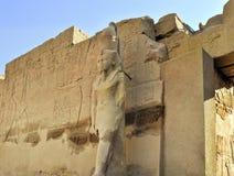 Estatua en templo del pharaoh Fotos de archivo libres de regalías