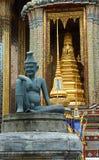 Estatua en Wat Phra Kaew. Imagen de archivo