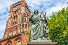 Estatua famosa del astr?nomo a Mikolaj Kopernik en Torun fotos de archivo