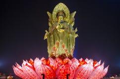 Estatua femenina del Bodhisattva de Kuan-yin Imagen de archivo libre de regalías