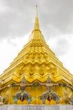 Estatua gigante alrededor de la pagoda del kaew de Wat Phra Fotos de archivo libres de regalías