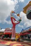 Estatua gigante de la diversión de Hong Kong del parque del océano de colorido brillante del día de la diversión del payaso junto Imagen de archivo