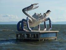 Estatua gigante del cangrejo azul a lo largo de la orilla del golfo de Tailandia Imagen de archivo libre de regalías