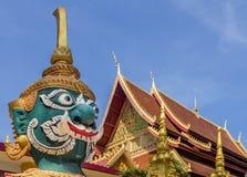 Estatua gigante del guarda del templo de Wat Mixai en Vientián, Laos imágenes de archivo libres de regalías