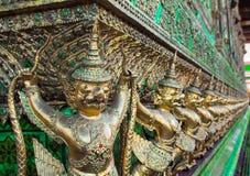 Estatua gigante tailandesa del monstruo del pájaro en Tailandia Foto de archivo
