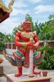 Estatua gigante un frente del guardia de la puerta del templo Fotografía de archivo libre de regalías