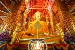 Estatua grande de Buda del oro Fotos de archivo libres de regalías