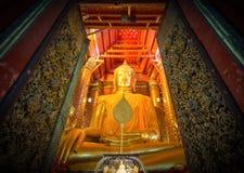 Estatua grande de Buda del oro Fotografía de archivo