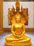 Estatua grande de Buda de oro en el templo, Tailandia foto de archivo libre de regalías