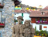 Estatua Hecho Pyrenees del traje del tyraditional de Cheso Imágenes de archivo libres de regalías