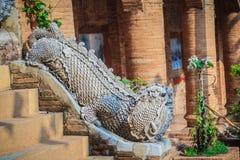 Estatua hermosa de la mamá, el animal mítico del guarda en Wat Phr Imagen de archivo libre de regalías
