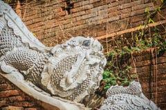 Estatua hermosa de la mamá, el animal mítico del guarda en Wat Phr Fotografía de archivo libre de regalías