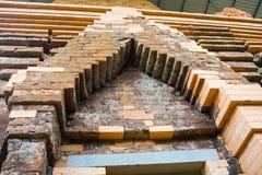 Estatua hindú arruinada de dios en el templo de mi santuario del hijo en Quang Nam, Vietnam Imagen de archivo