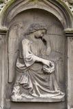 Estatua histórica en el cementerio viejo de Praga del misterio, República Checa fotografía de archivo