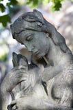 Estatua histórica en el cementerio viejo de Praga del misterio, República Checa foto de archivo libre de regalías