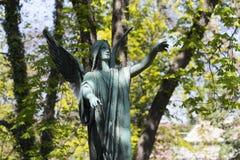 Estatua hist?rica en el cementerio viejo de Praga del misterio, Rep?blica Checa imagen de archivo