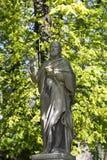 Estatua hist?rica en el cementerio viejo de Praga del misterio, Rep?blica Checa imágenes de archivo libres de regalías