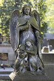 Estatua hist?rica en el cementerio viejo de Praga del misterio, Rep?blica Checa foto de archivo libre de regalías