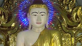 Estatua iluminada de Buda metrajes