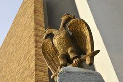 Estatua masónica del pájaro imagen de archivo