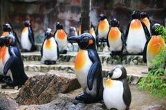 Estatua metálica del pingüino Fotos de archivo libres de regalías